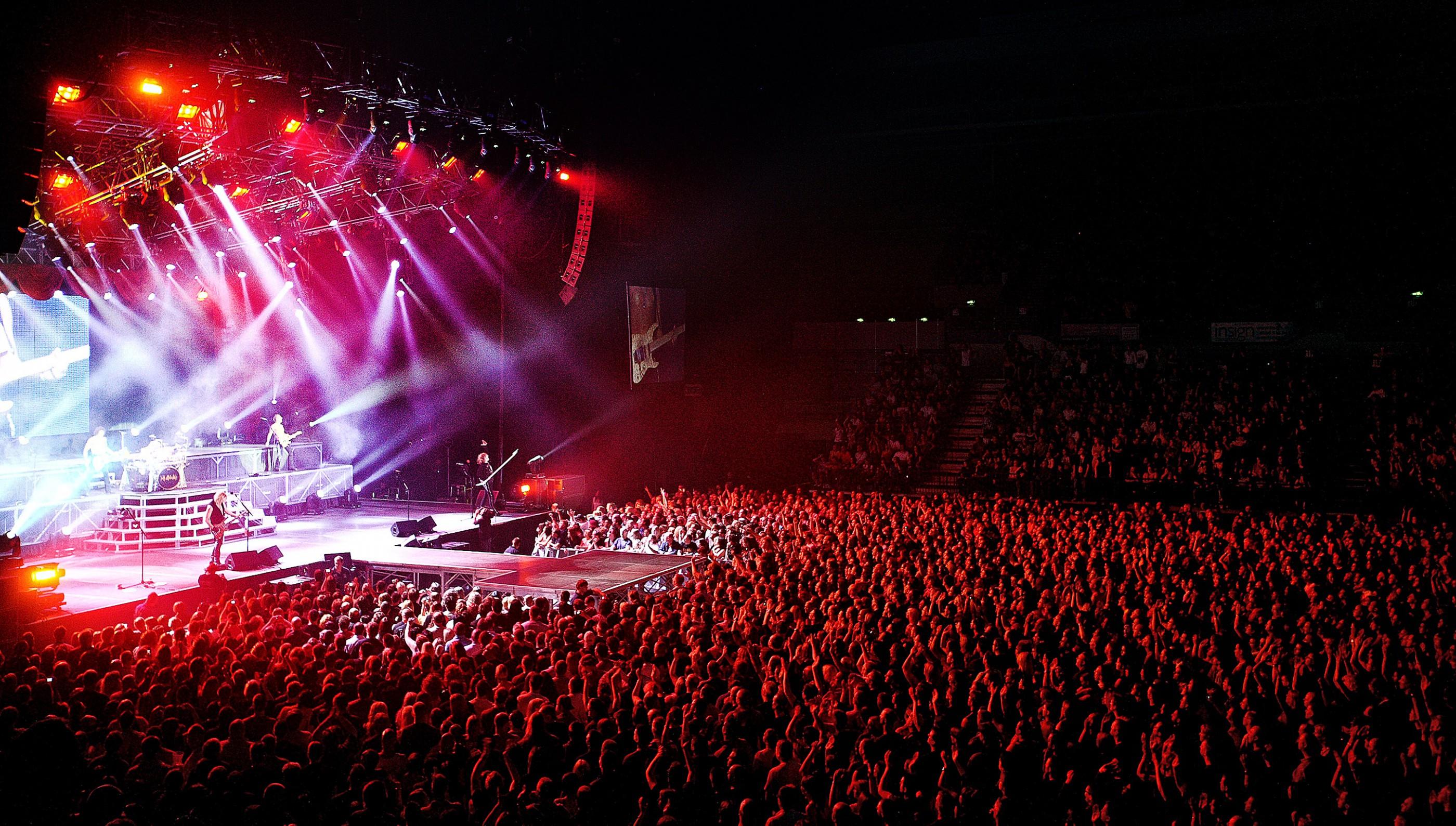 def-leppard-onstage-hallam-arena-sheffield