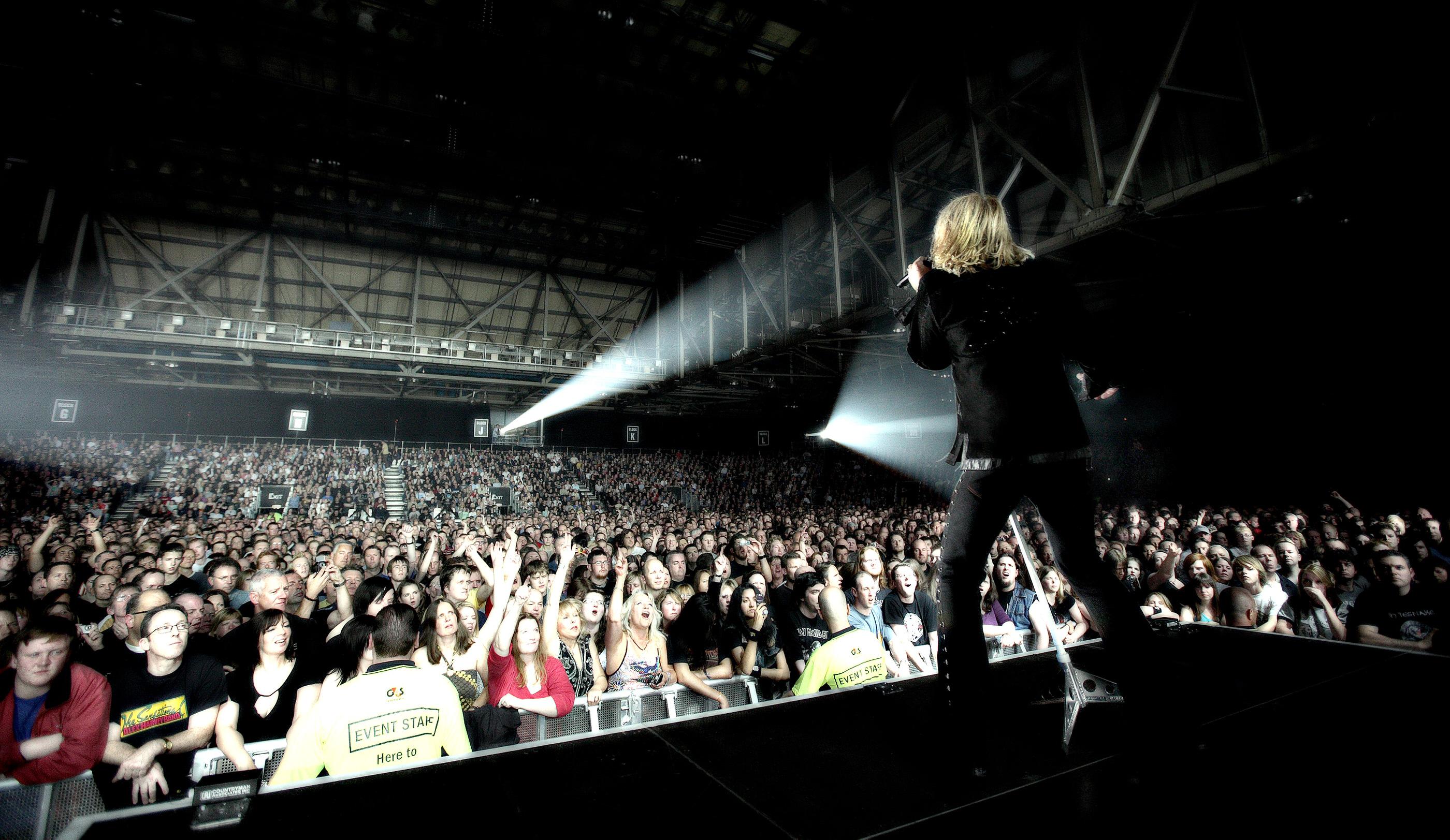 Joe Elliott Def Leppard Glasgow 2008 by Ash Newell