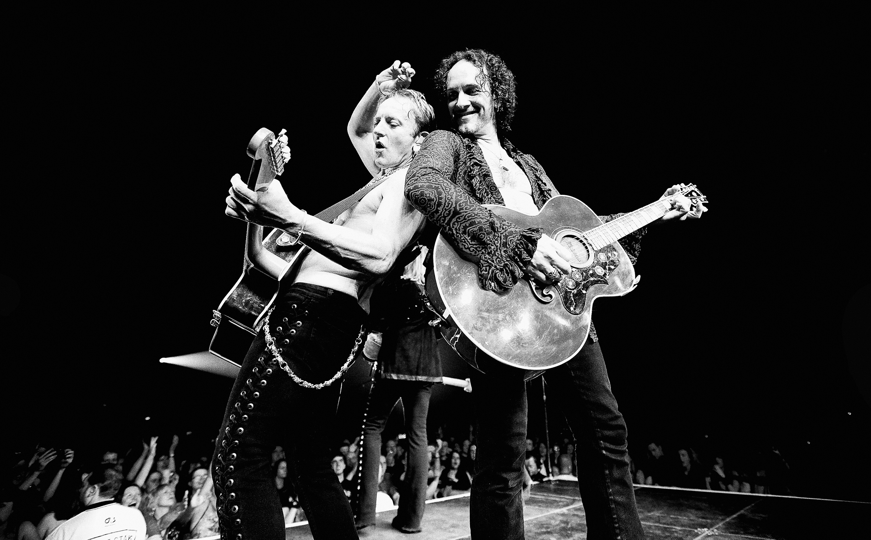 Vivian Campbell and Phil Collen  Def Leppard Glasgow 2008 by Ash