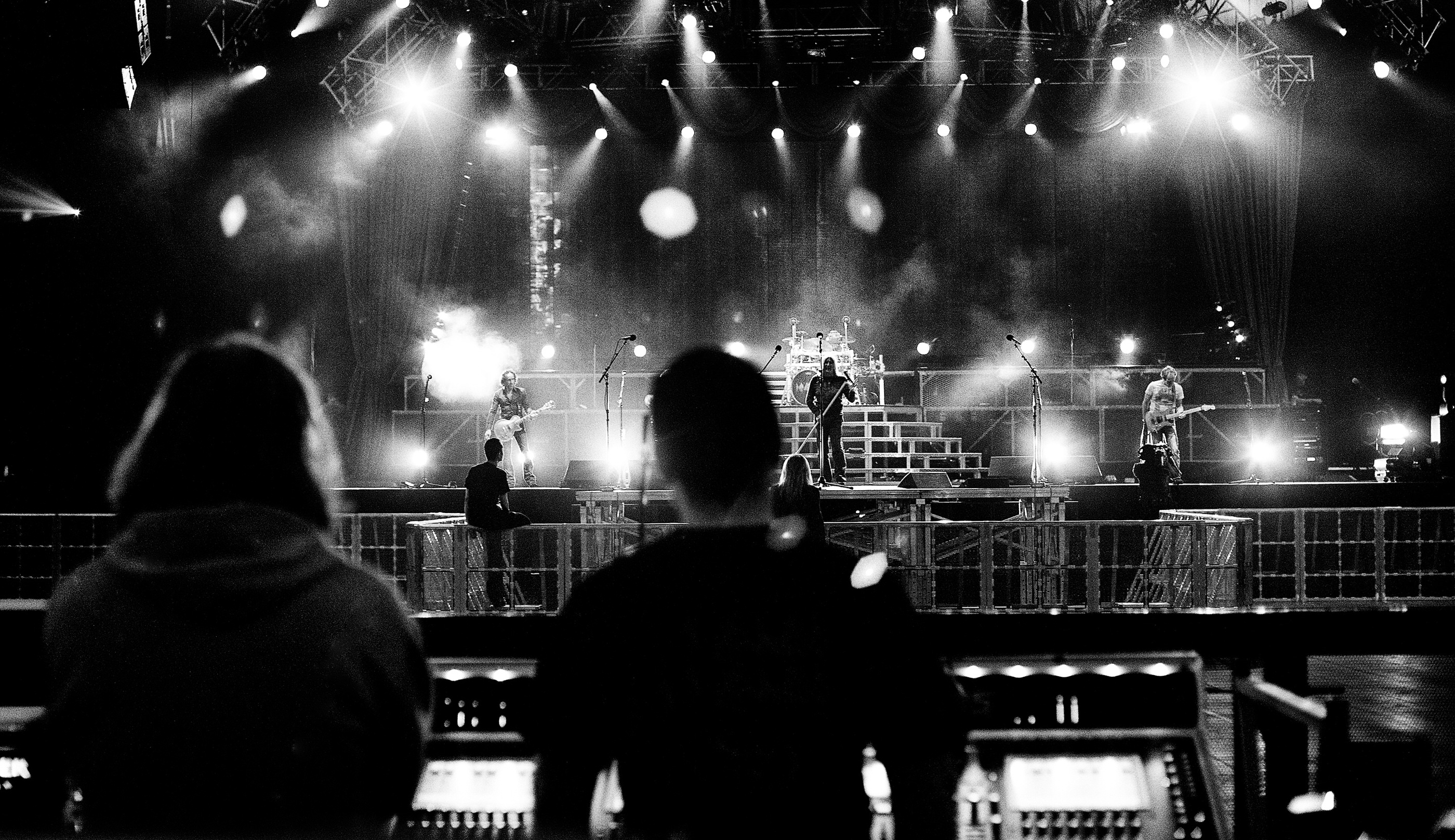 Def Leppard sound check Manchester M.E.N. 2008 by Ash Newell
