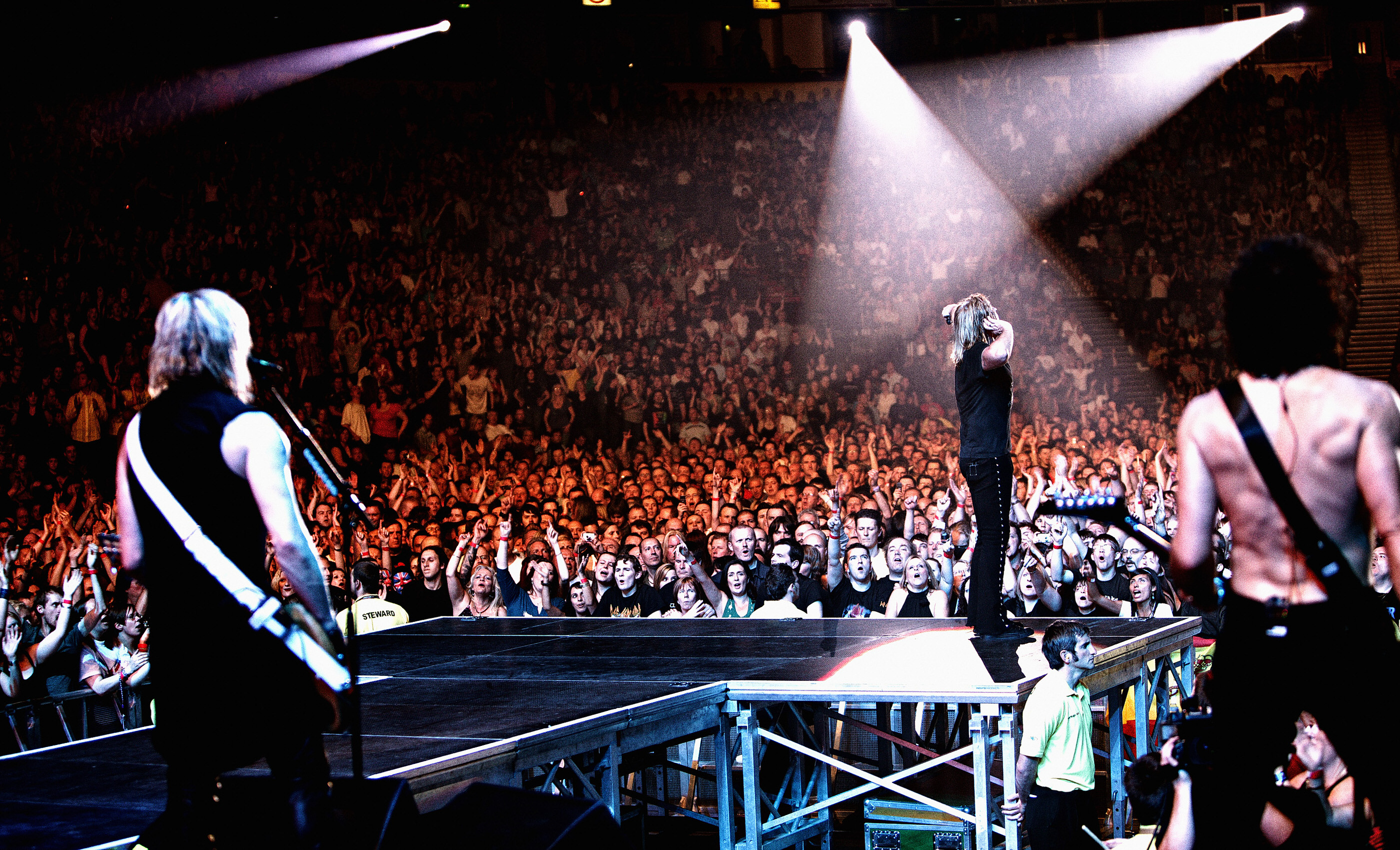 Joe Elliott Def Leppard onstage Manchester M.E.N. 2008 by Ash Ne