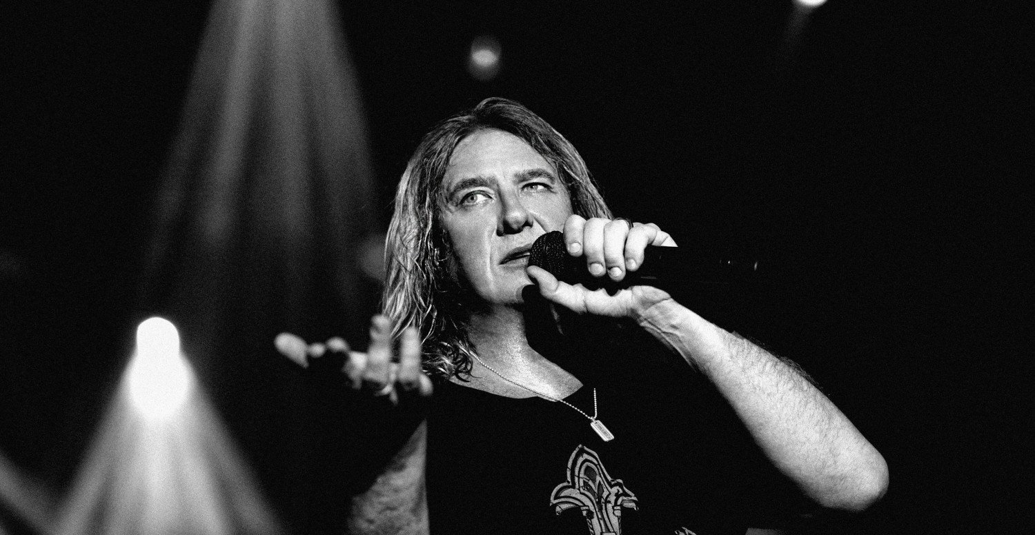 joe elliott def leppard sheffield 2008 by ash newell