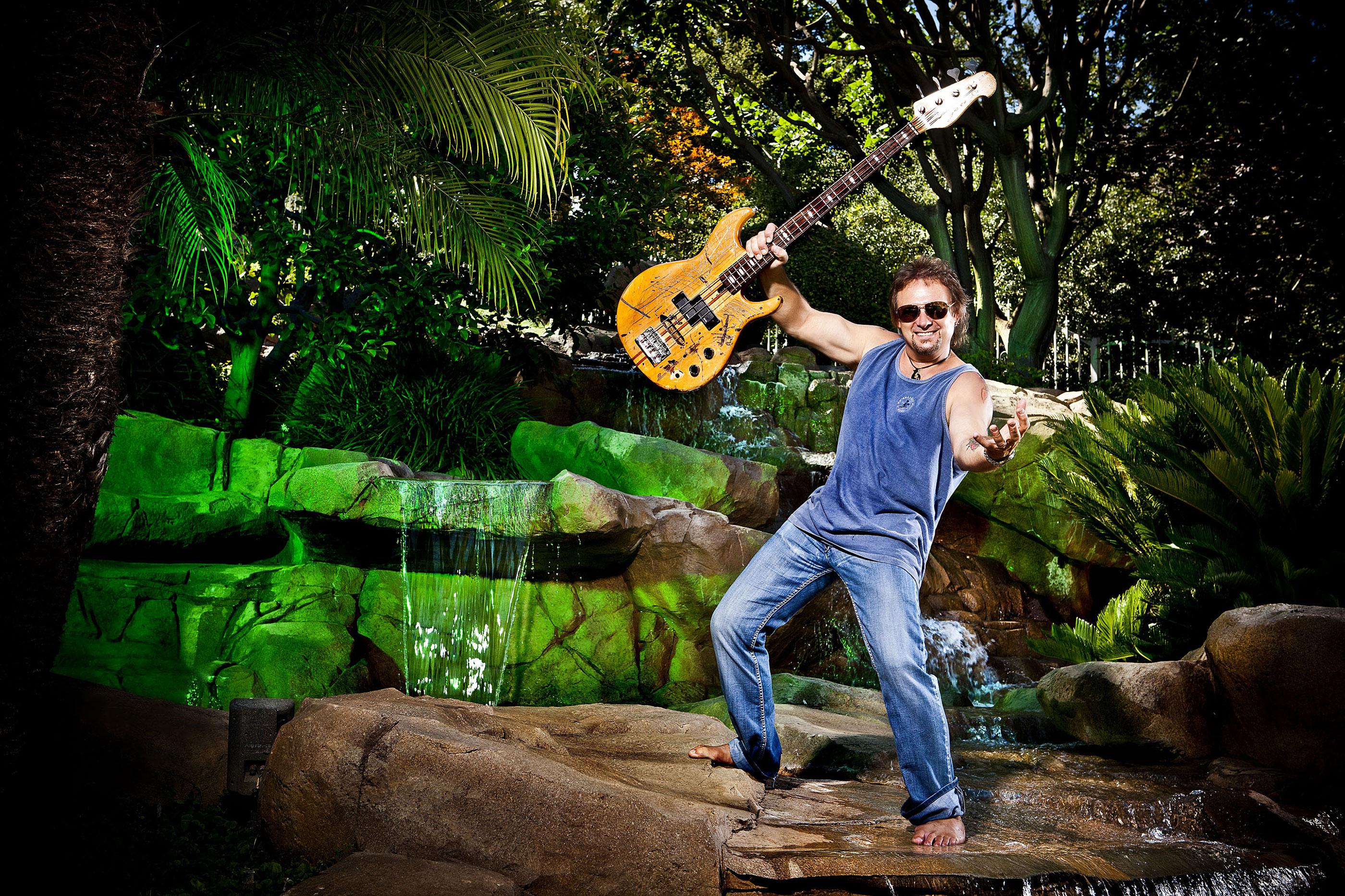 michael-anthony-vanhalen-bass-rockstar