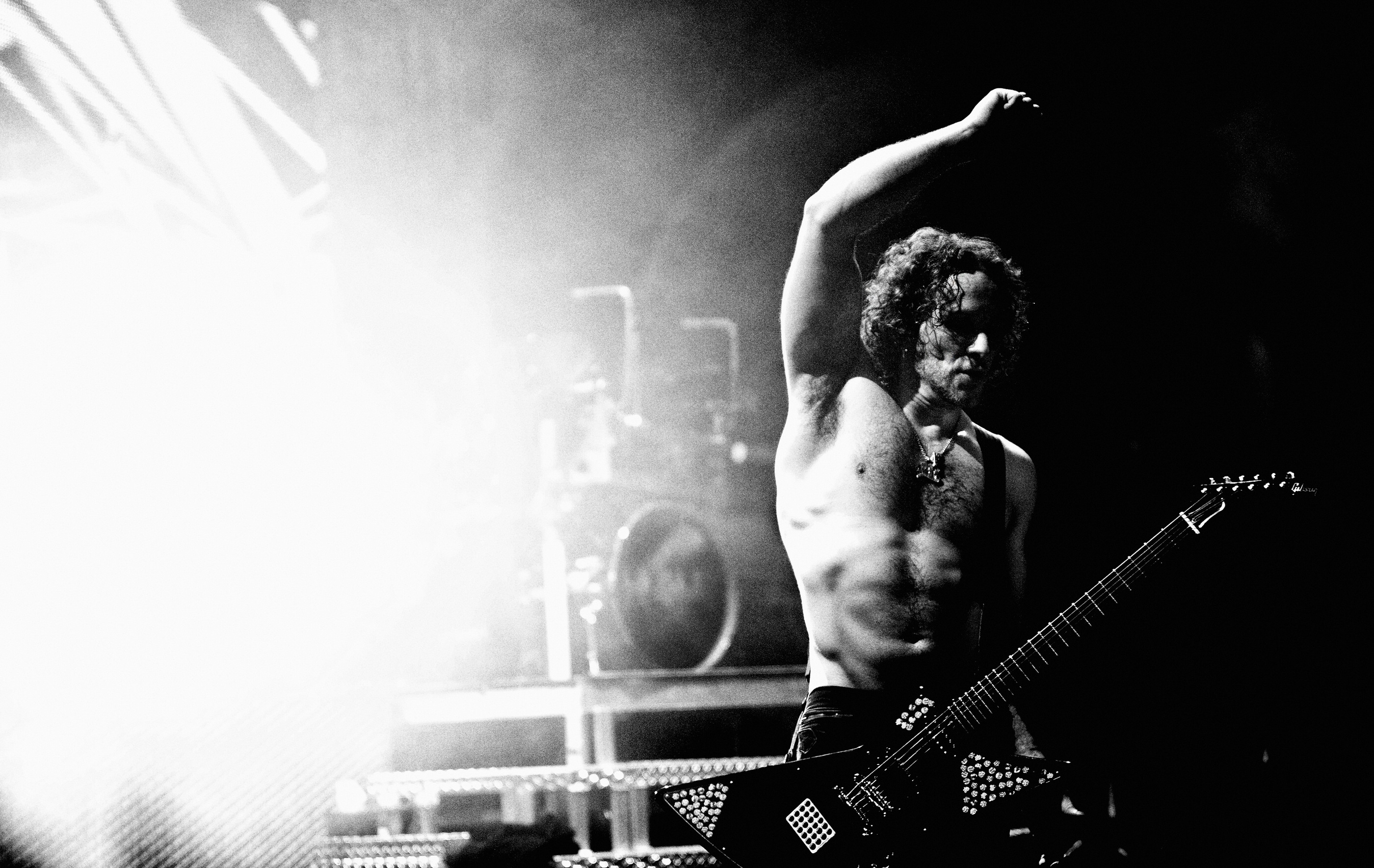 Vivian Campbell Def Leppard Manchester onstage 2008 by Ash Newel