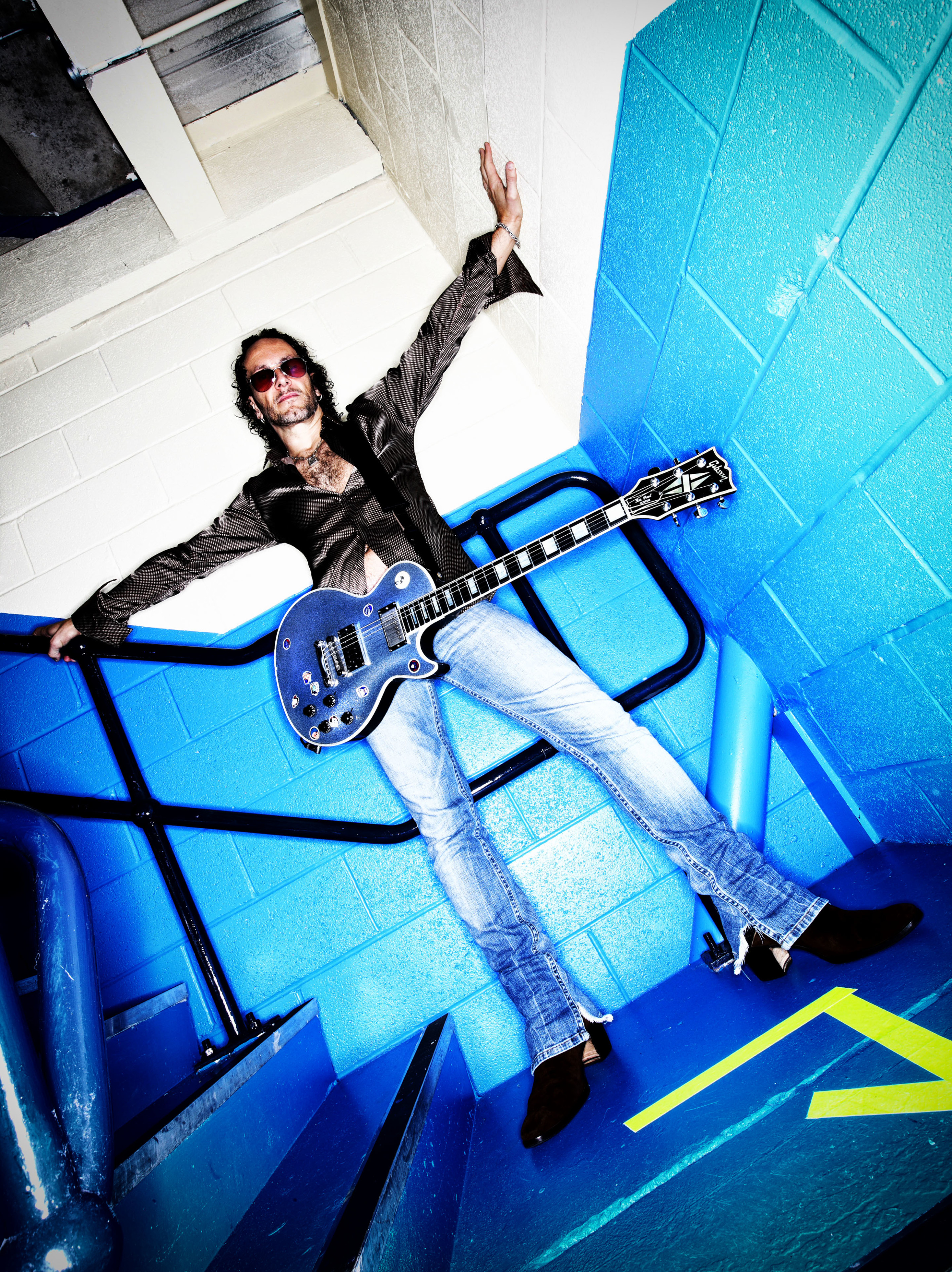 Vivian Campbell of Def Leppard backstage Gateshead 2008 by Ash N