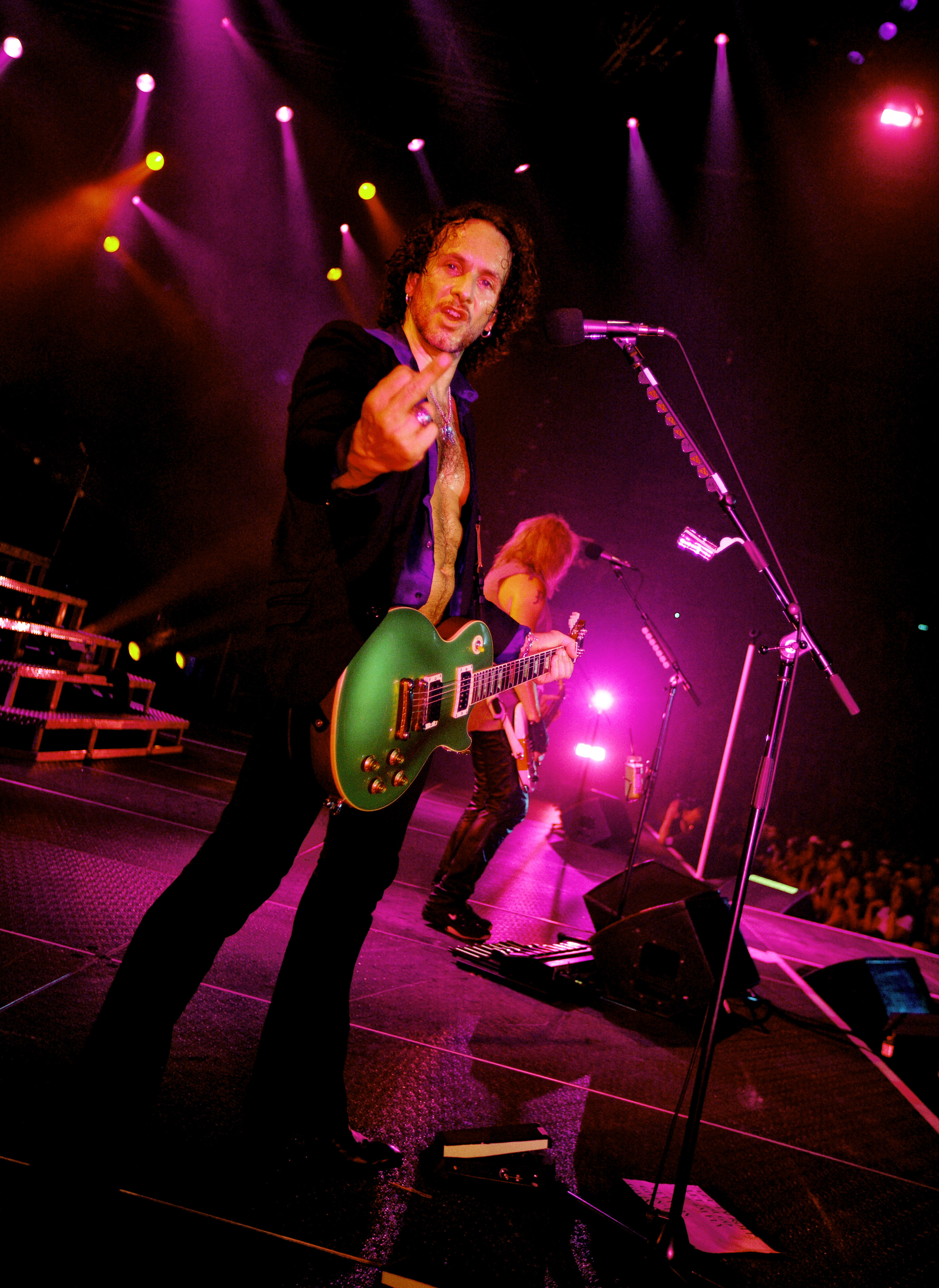 Vivian Campbell of Def Leppard Gateshead 2008 by Ash Newell