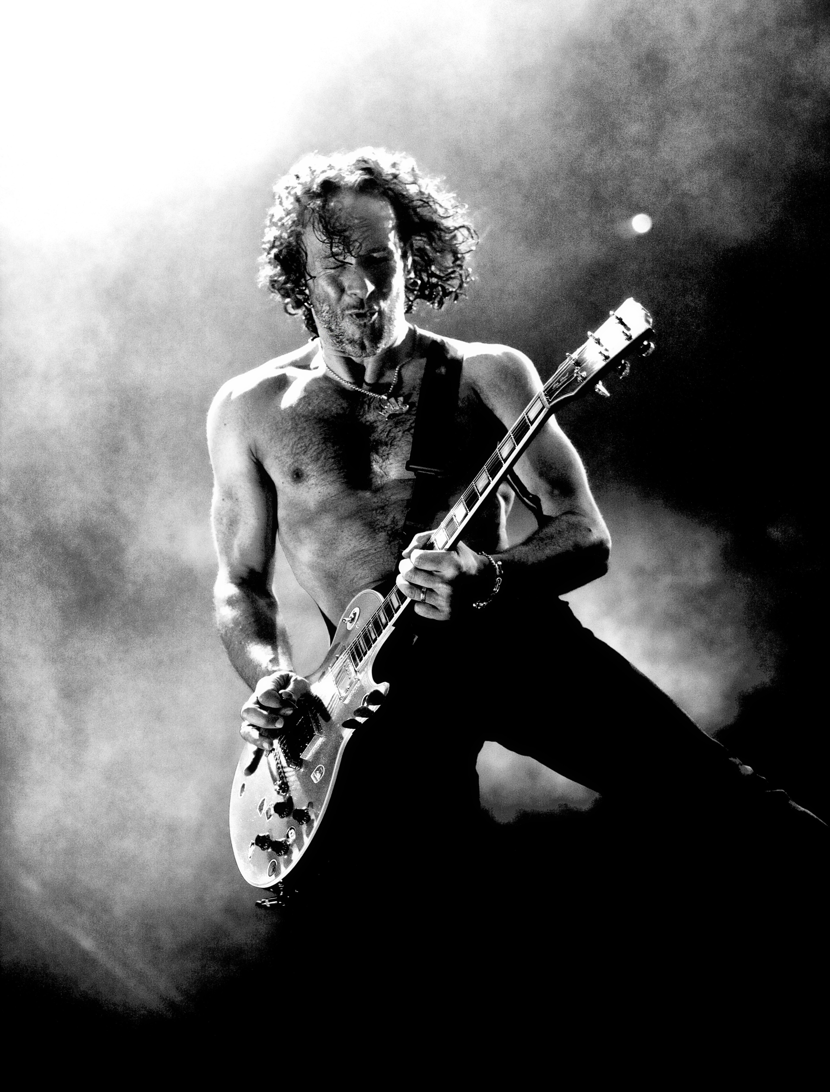 Vivian Campbell onstage at the M.E.N. Arena in Manchester 2008