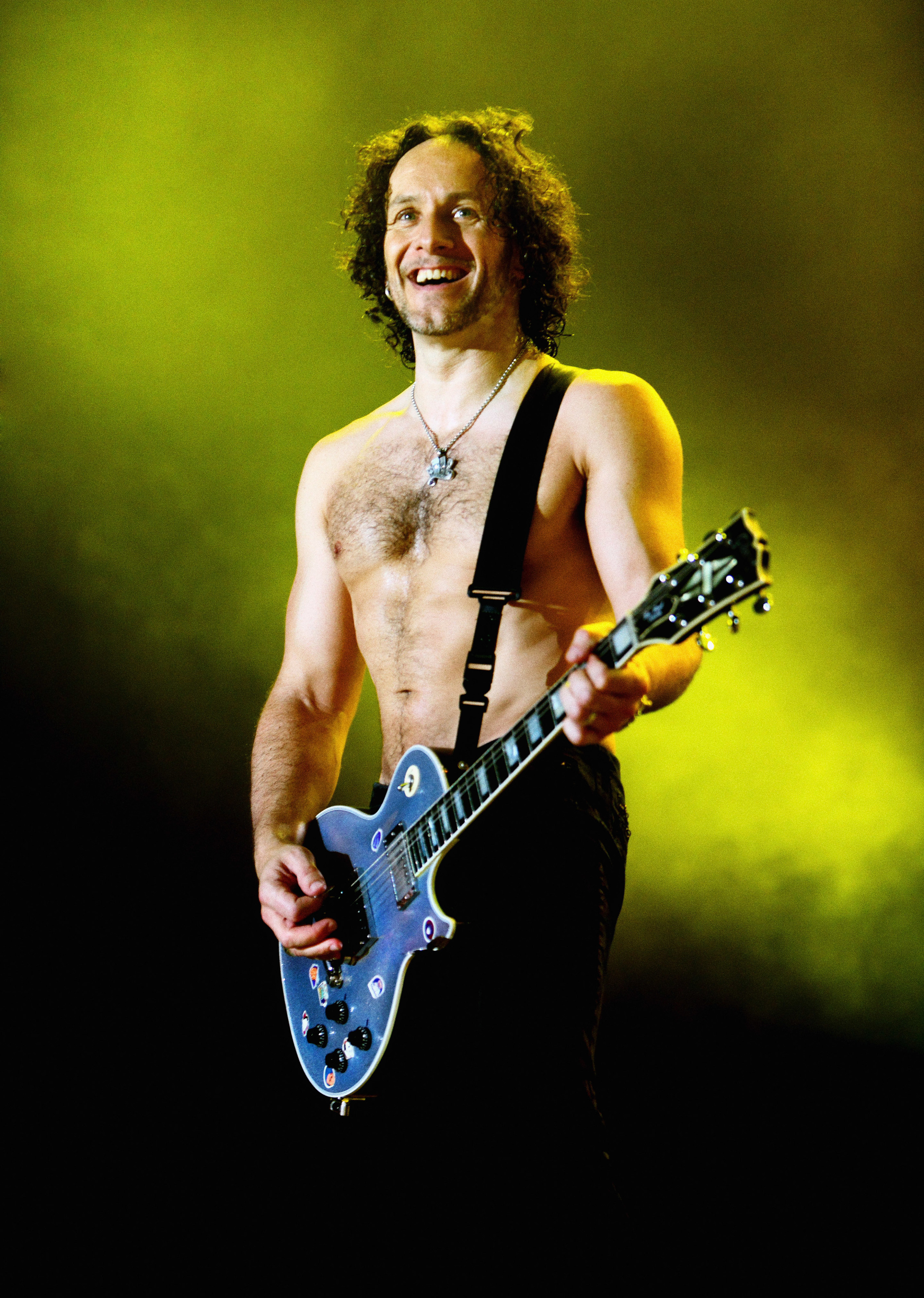 Vivian Campbell onstage at the M.E.N. Arena in Manchester 2008 b