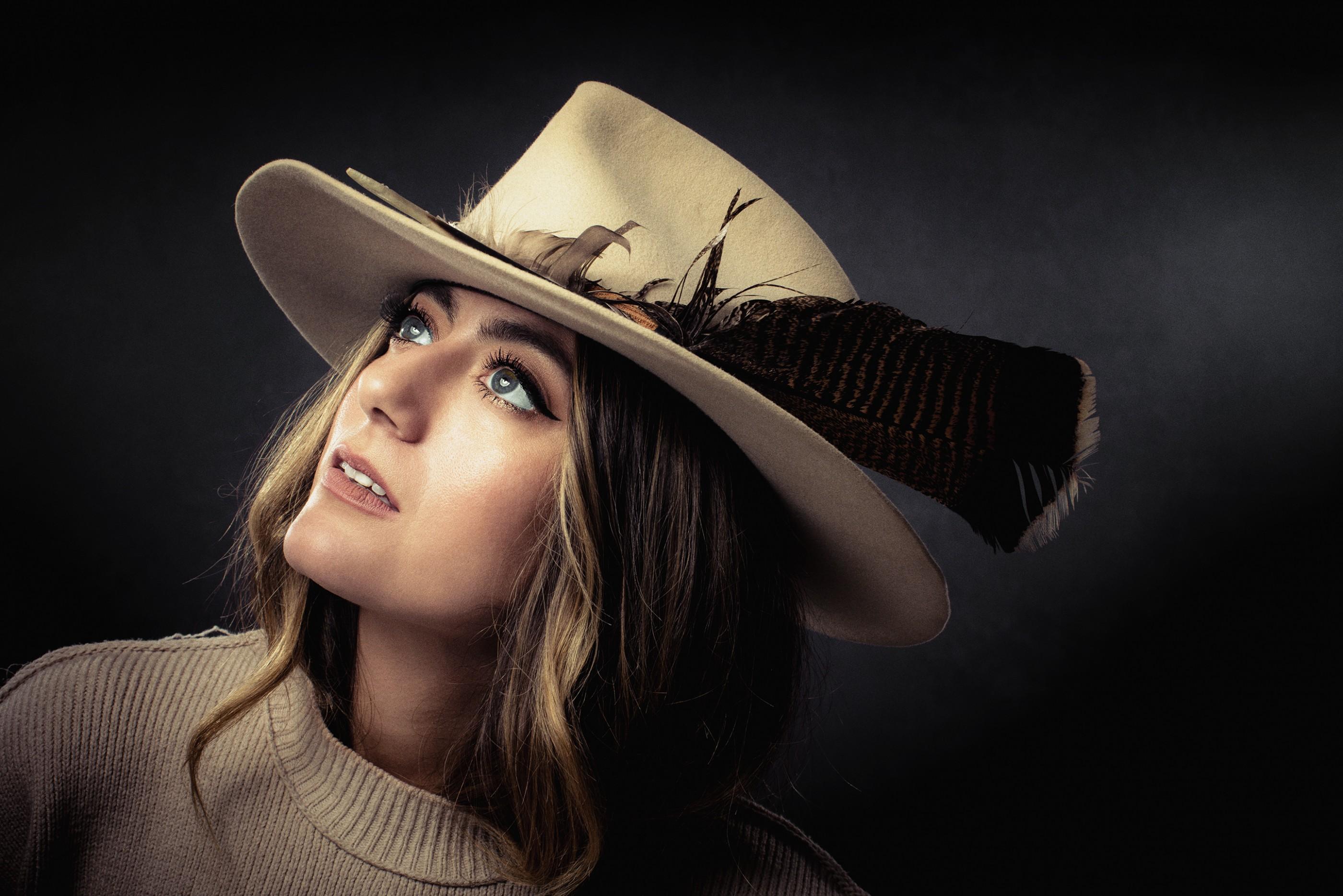 alyssa-bonagura-feather-hat-ash-newell